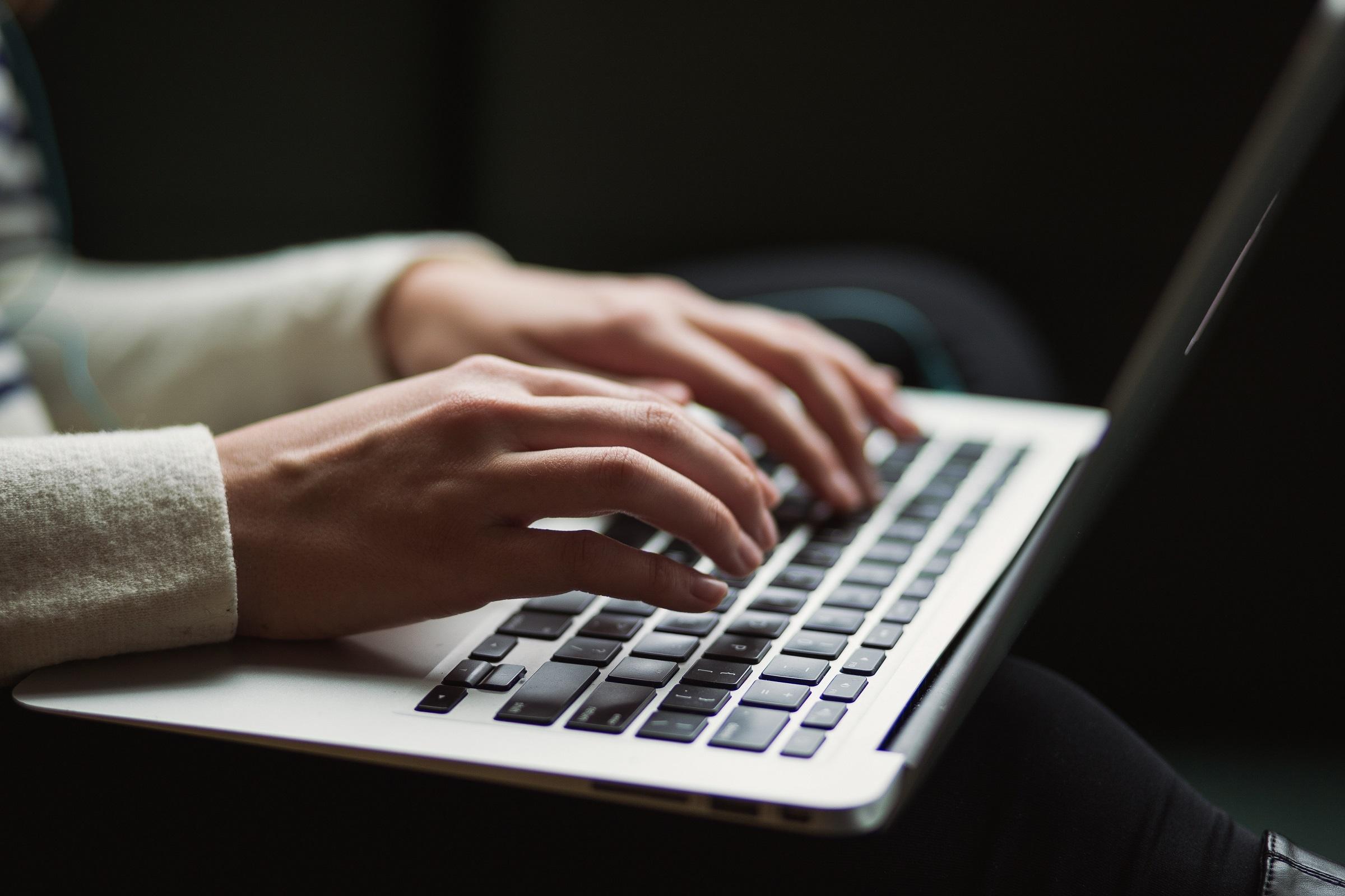 Pożyczki na raty miesięczne przez internet. Jak to działa?